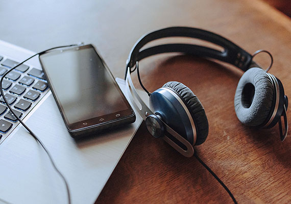 Top 5 Business Podcasts You Should Listen To